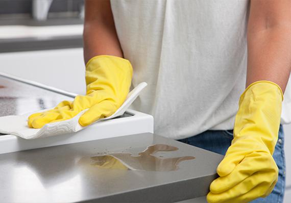 artigo sobre como desengordurar as superfícies da cozinha de forma eficaz